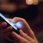 Cum ne protejăm ochii de efectele negative ale dispozitivelor mobile și ale luminii albastre?