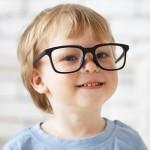 10 semne că micuțul tău are probleme de vedere