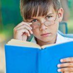 Cum îți dai seama când copiii au probleme de vedere?